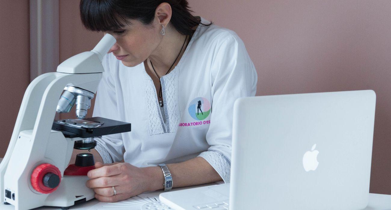 check up viso corpo microscopio biologico